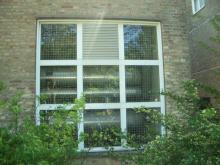 TYVERISIKRING af vinduer med Galv. Stål-Gitter.