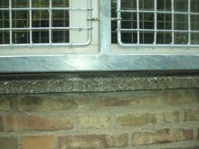 TYVERISIKRING af vinduer, indvendig og udvendig med Galv. Stål-Gitter.