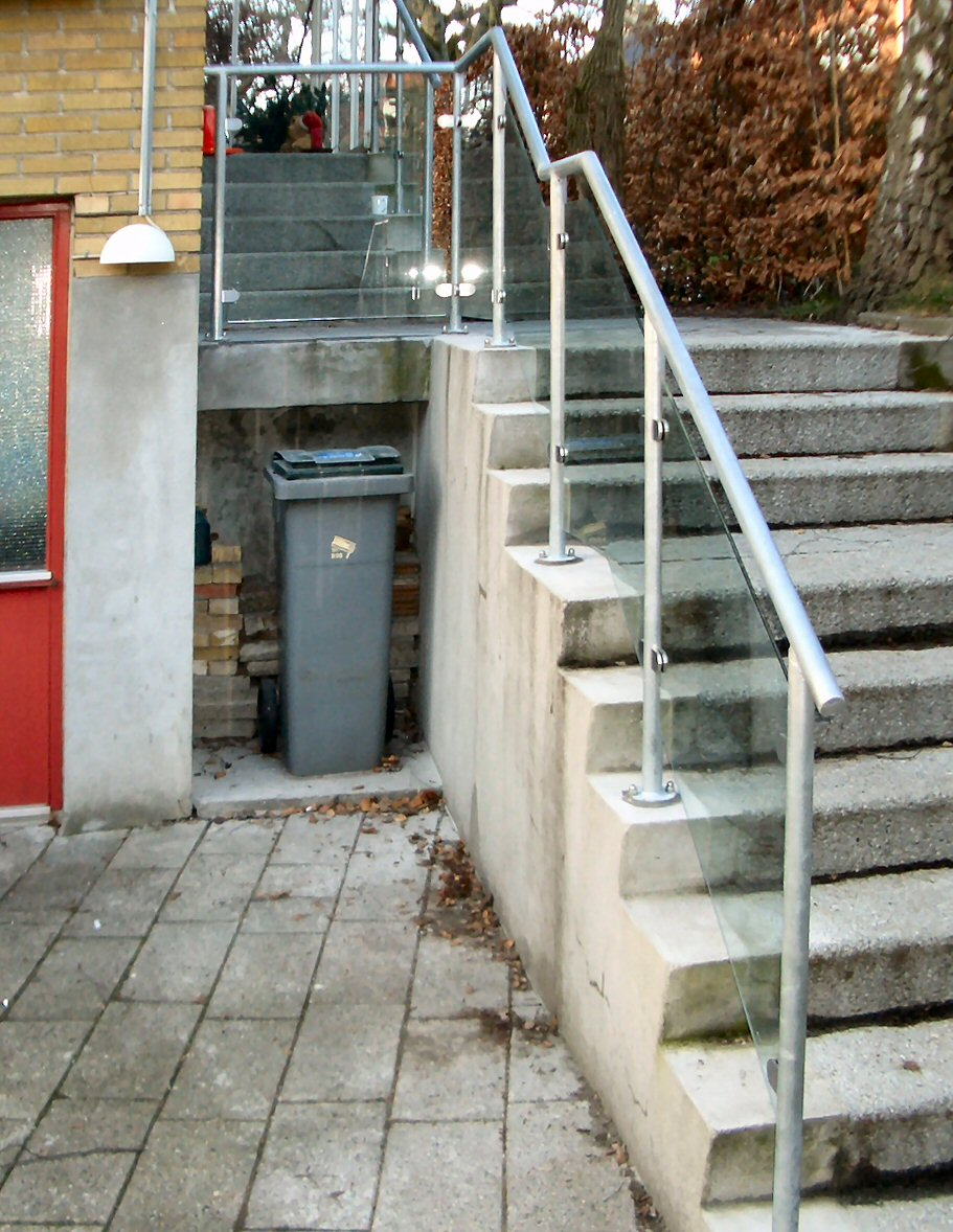 RØR-gelænder og glas,Trappegelænder indgang,af galvaniseret Stålrør,sikkerhedsglas.,RÆKVÆRK ...