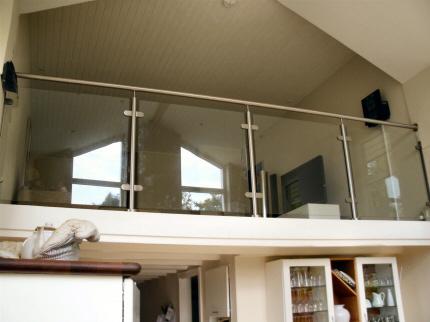 Nyt hems rækværk: Crosinox hems gelænder, Glas rækværk i rustfrit stål & glas: Crosinox rustfrit stål hems balustre. Crosinox rustfrit stål hems håndliste. Hems gelænder rækværk værn, i lamineret hærdet sikkerhedsglas