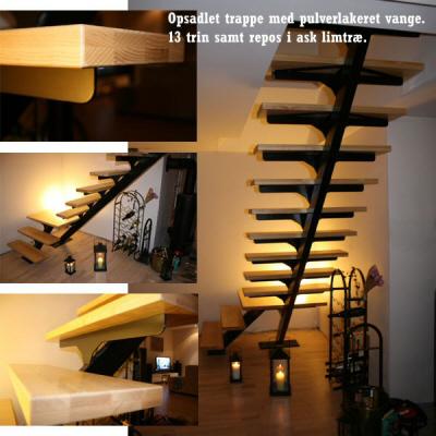 St�ltrappe, indend�rs , opsadlet Kvartsvings-trappe, pulverlakeret sort trappe-vange, 13 trin ask limtr�.