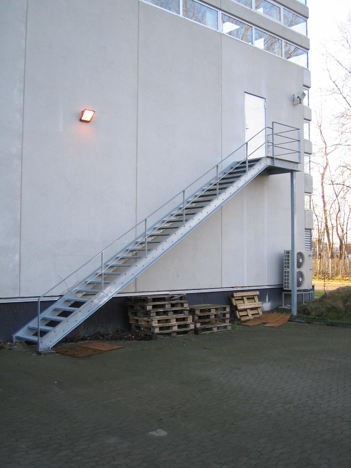 vanger på trappe