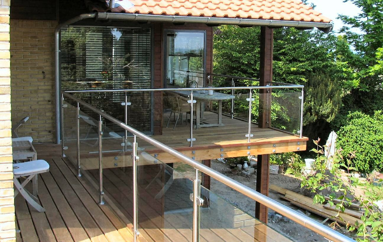 Stålstolper til terrasse