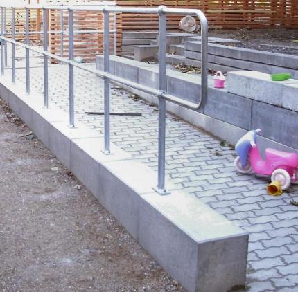Rækværk, Gelænder montering. Park-Gelænder: Et fleksibelt og robust system af høj kvalitet til opbygning af gelænder og rækværk. Park-Gelænder er enkelt at bygge op og montere på stedet.