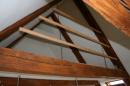 Rækværk, uden balustre, monteret ved lodret wireophæng. Rustfri Gaffel-Vantskruer, giver mulighed for efter-spænding.